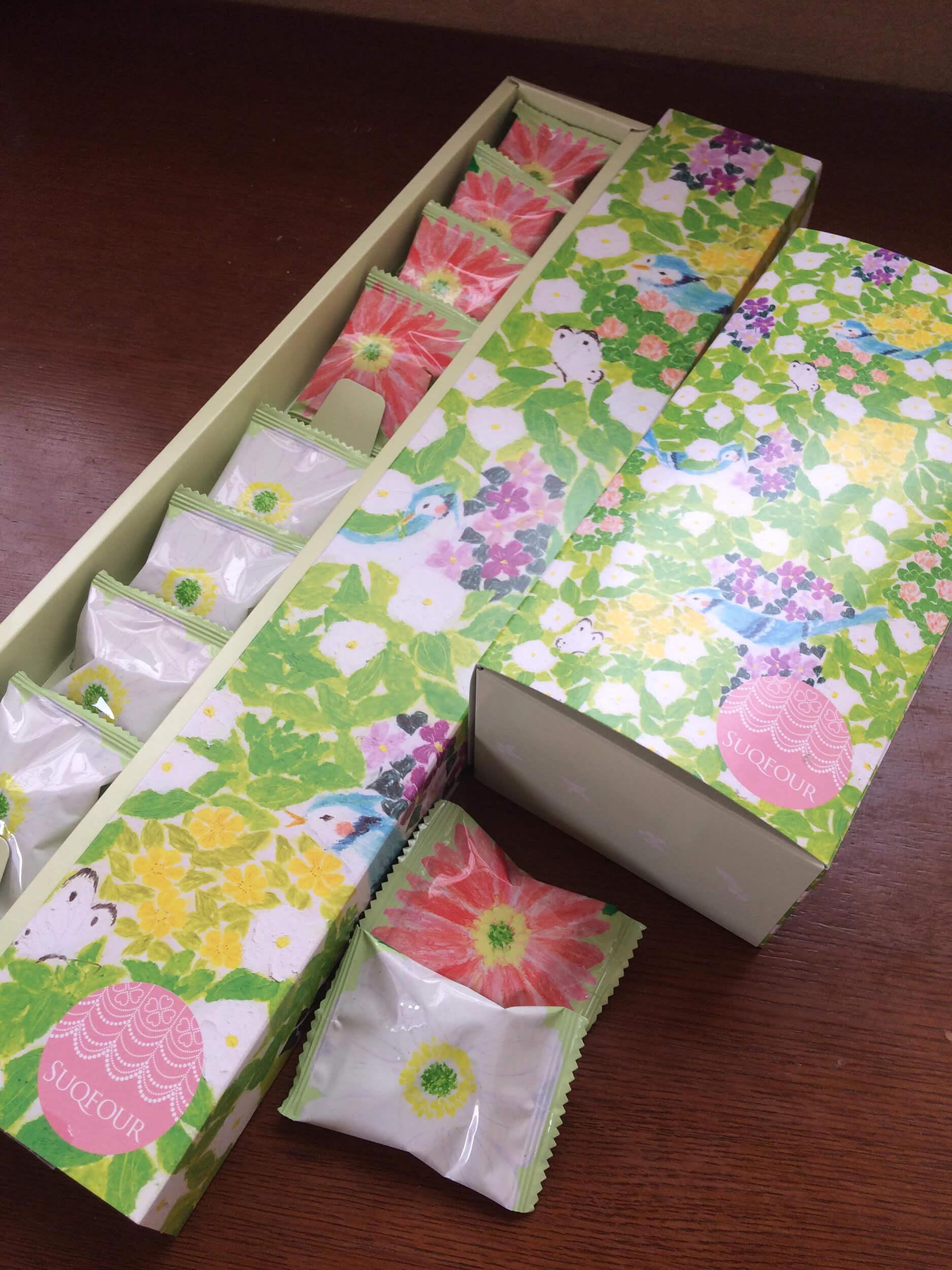 パッケージイラスト いわた2016年「お菓子の包には2色花」